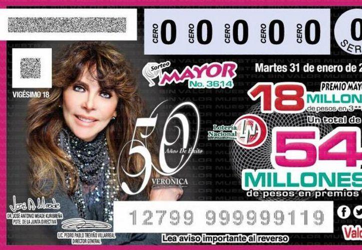 Con motivo del 50 aniversario de su trayectoria, la actriz mexicana Verónica Castro aparece en el billete del sorteo mayor de la Lotería Nacional.(Foto tomada de Twitter/Lotería Nacional)