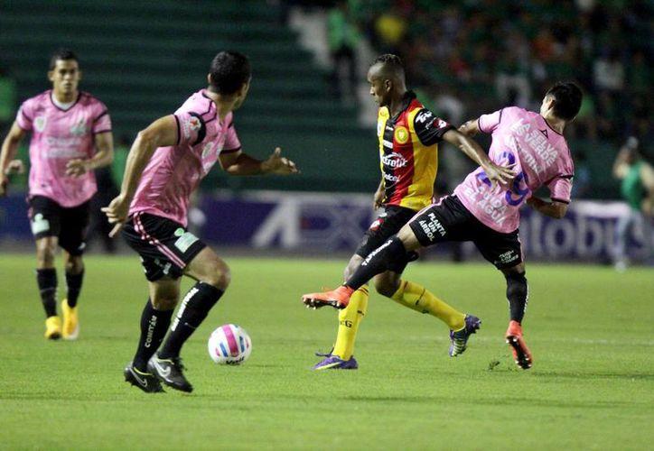 Al minuto 12 se adelantó el cuadro de Guadalajara, pero Chiapas logró empatar gracias a Luis Rodríguez. (Notimex)