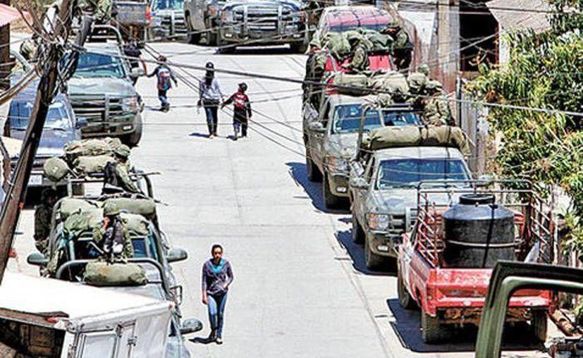 La presencia de la Policía Federal y del Ejército es cada día mayor en Tumbiscatío. (Héctor Téllez/Milenio)