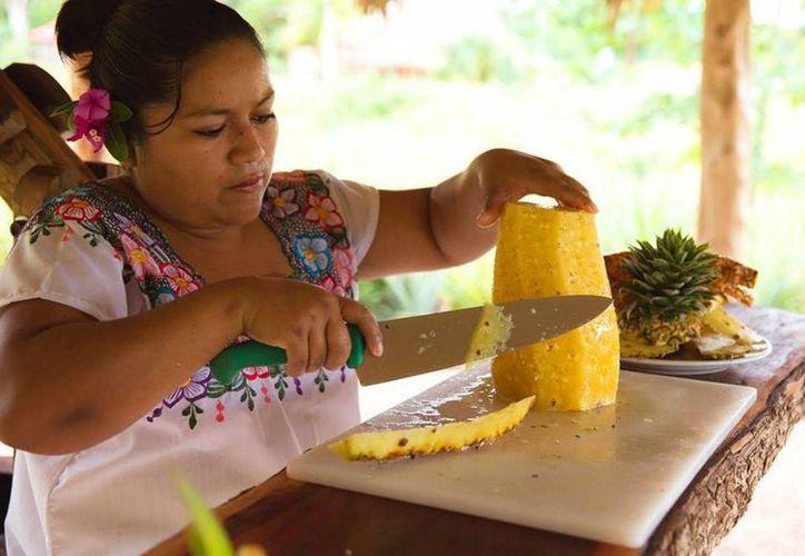Mujeres trabajadoras desean contribuir con el gasto familiar con su esfuerzo. (Javier Ortiz/SIPSE)