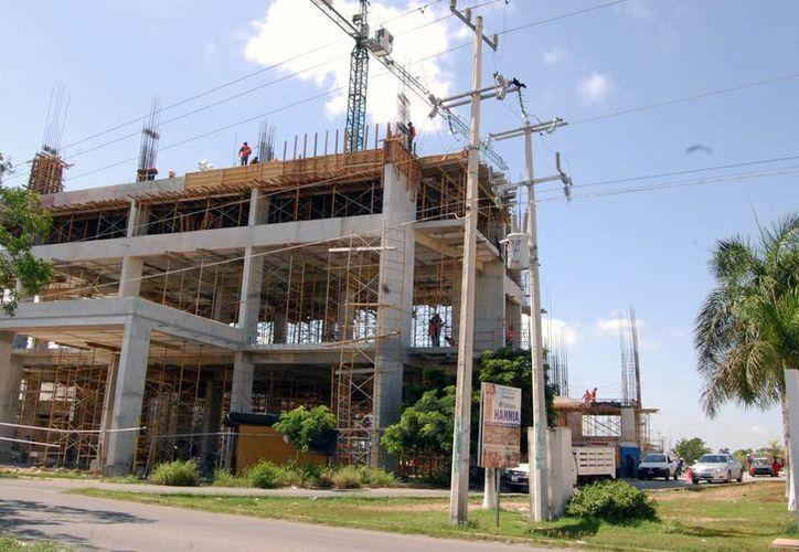 De acuerdo con cifras de Pro México, en 2012 el sector de la construcción de Yucatán permitió la ocupación de más de 79 mil personas. (SIPSE)