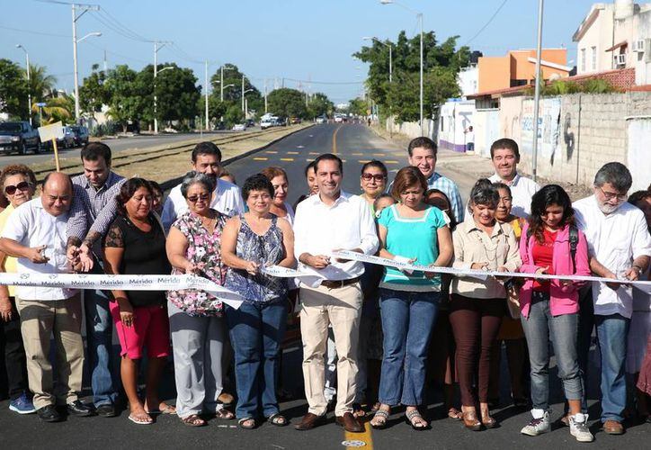 El alcalde de Mérida, Mauricio Vila, entregó este jueves obras de vialidad en la zona Oriente, en la avenida 39, lo que beneficia a más de 60 mil meridanos. (Foto cortesía del Ayuntamiento)