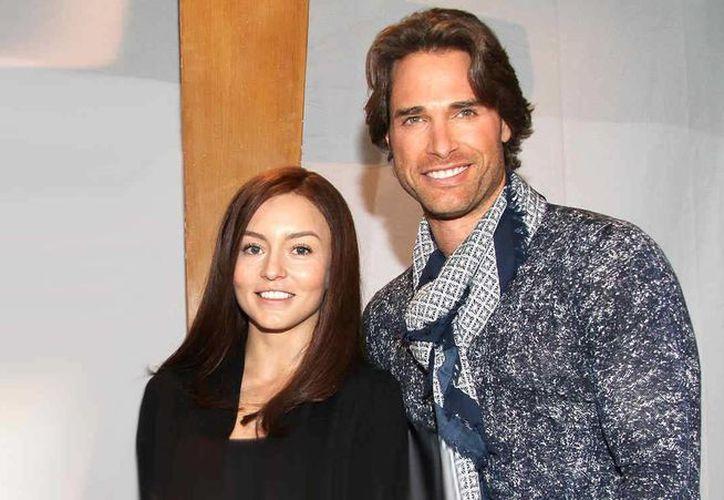 Angelique Boyer y Sebastián Rulli regresan a la televisión con 'Tres Veces Ana', telenovela transmitida por la cadena de EU Univisión. (Imagen tomada de telemundo.com)