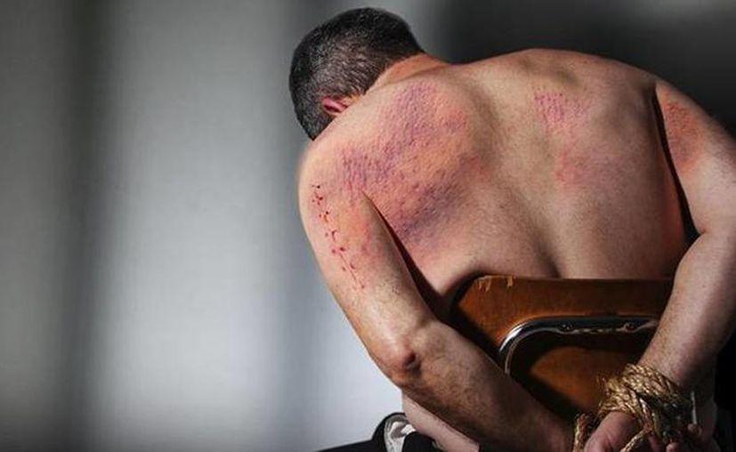 Quien investigue una denuncia de tortura deberá obtener la declaración de la presunta víctima, pero también del presunto torturador y si es posible de testigo. (revistamundoforense.com)