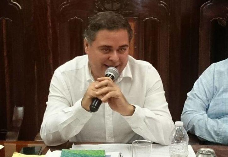 En reiteradas ocasiones el regidor Enrique Alfaro Manzanilla, coordinador de los ediles priistas en el Cabildo meridano, ha señalado el desorden financiero en el Ayuntamiento de Mérida. (Cortesía)