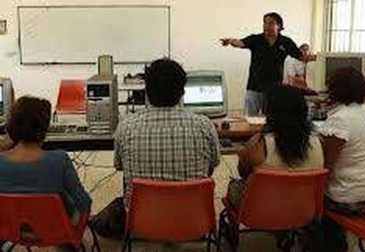 Unos de los 12 talleres que se imparten todos los sábados es: Herramientas Básicas de Cómputo. (Redacción/SIPSE)