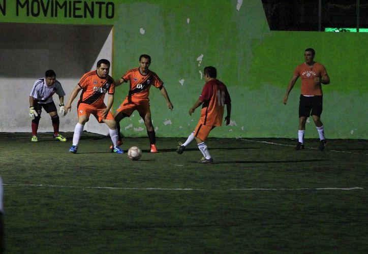 Uriel Romero fue el encargado de abrir el marcador a favor del Deportivo Une.  (Miguel Maldonado/SIPSE)