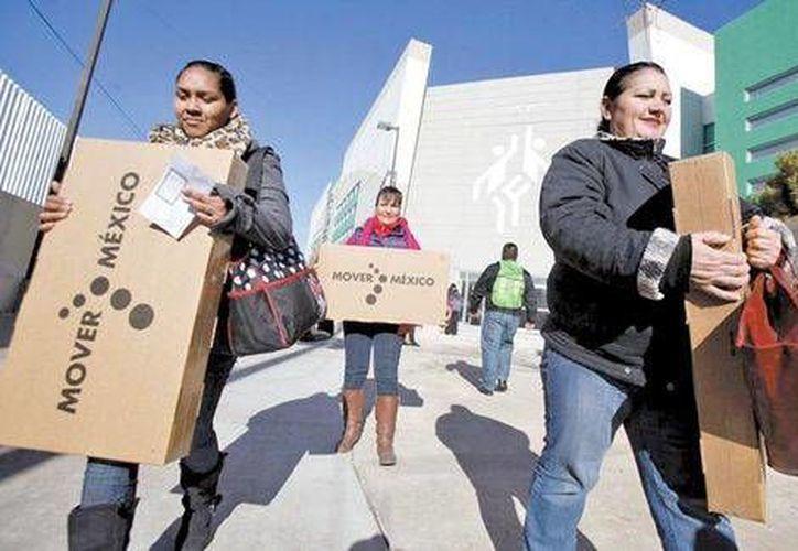 En Ciudad Juárez se inició la entrega de 71 mil 900 aparatos receptores de la señal digital. (Milenio)