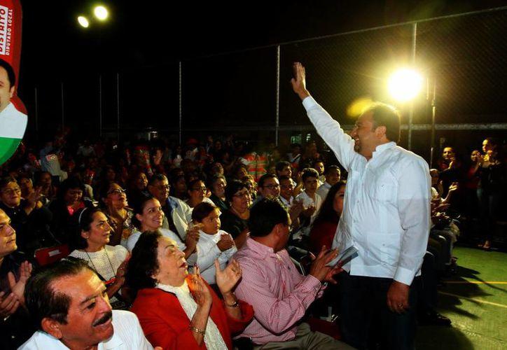 El informe de 'Panchito' Torres se realizó en la colonia Lázaro Cárdenas con la presencia de dirigentes y militantes de su partido. (Milenio Novedades)