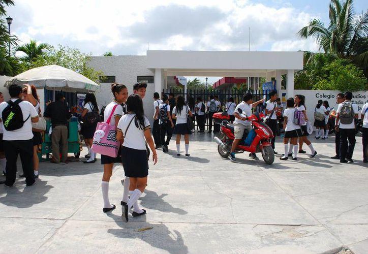 El número de estudiantes en estos colegios en el presente ciclo escolar, superó al anterior. (Tomás Álvarez/SIPSE)