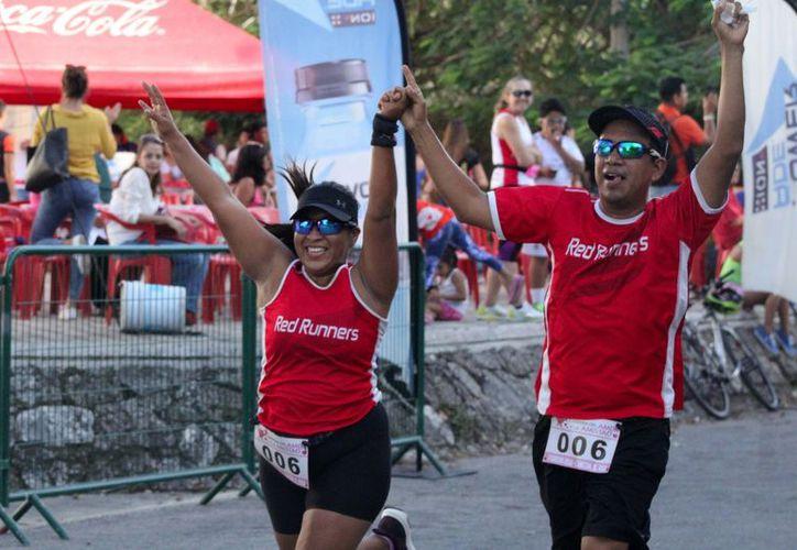 Alrededor de 60 atletas se reunieron en las afueras del gimnasio Kuchil Baaxal para la competencia. (Foto: Raúl Caballero)