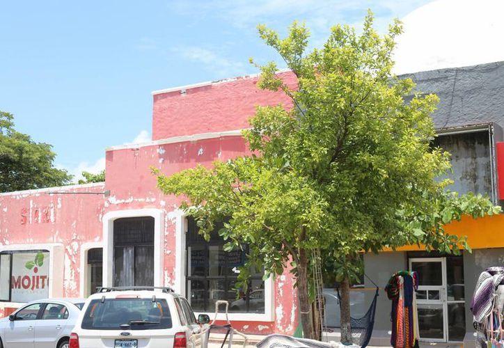 Un estudio del Colegio de Ingenieros determinó la demolición de la plaza. (Israel Leal/SIPSE)
