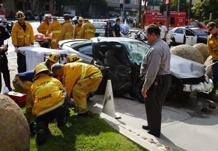 Unos 13 heridos ameritaron traslado a hospitales de la zona. (AP)