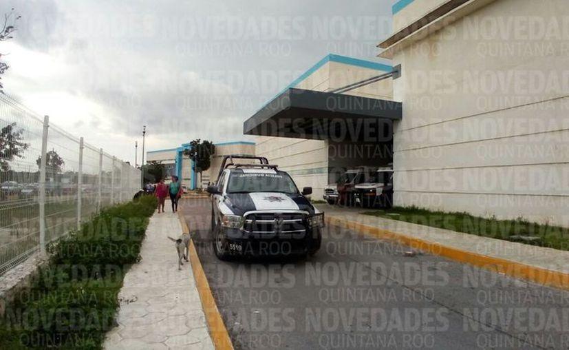 La mujer lesionada fue traslada al Hospital General de Cancún. (Eric Galindo/ SIPSE)
