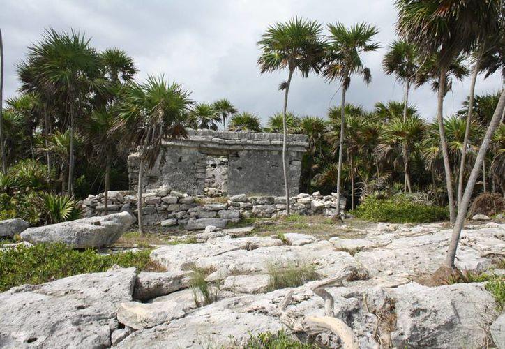 Hay estructuras arqueológicas en Akumal y Tulum que aún son objeto de estudio y no están abiertas al público. (Sara Cauich/SIPSE)