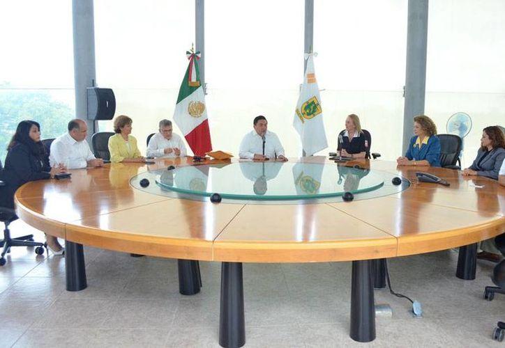 El Tribunal del Poder Judicial del Estado entregó un donativo a la Cruz Roja Mexicana delegación Yucatán. (Cortesía)