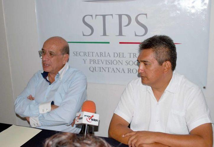 Rogelio Márquez Valdivia y Enoel Isaías Pérez Cortez durante una rueda de prensa. (Tomás Álvarez/SIPSE)