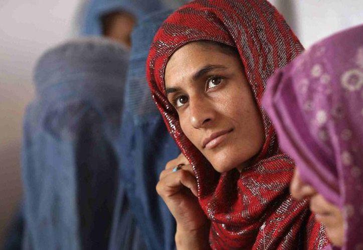 Human Rights Watch consideró 'una agresión' las pruebas a las que son sometidas las mujeres afganas antes de contraer matrimonio. (zoomnews.com)