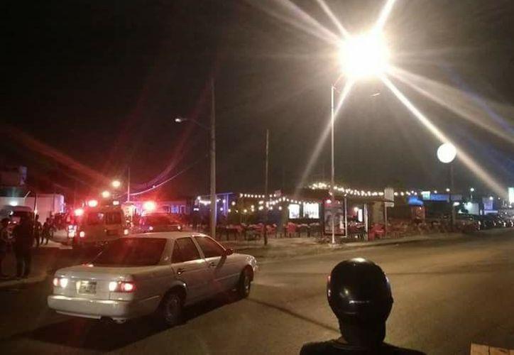 El incendio movilizó a las autoridades, quienes controlaron el incendio. (Imagen de Facebook: Ope Escalante)