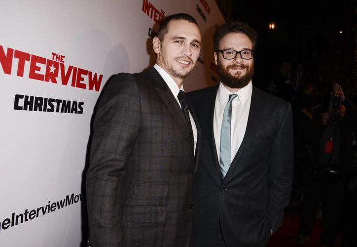 James Franco y Seth Rogen promueven que la gente vea la película 'The Interview' en diversas plataformas de internet, como Google Play y YouTube. (AP)