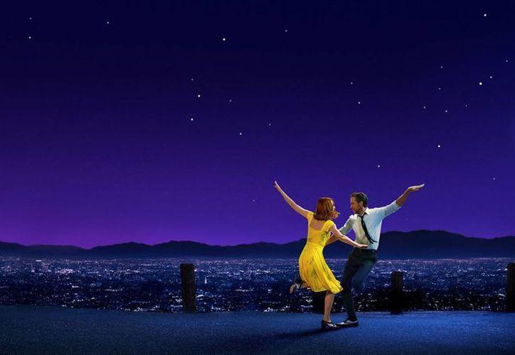 Para muchos 'La La Land' es la mejor película del año, por lo que sus posibilidades rumbo al Oscar son fuertes. (La La Land)