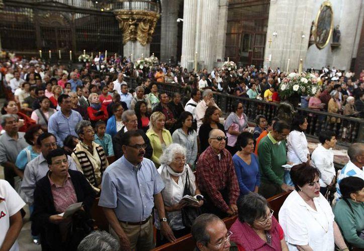 Los victimarios hacían una selección de los abuelos que salían de los templos. (Archivo/Notimex)
