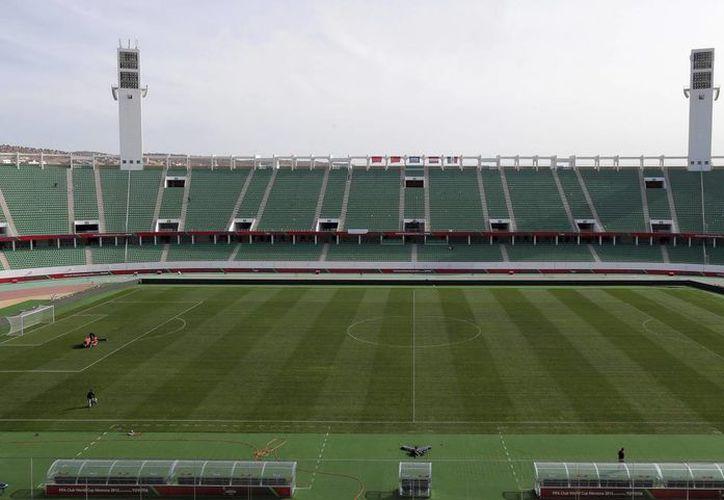 Foto de archivo del 15 de diciembre de 2013 en la que se muestra el estadio de Agadir, en Marruecos, que ya fue expulsado de la Copa Africana de Nacionaes al negarse a ser sede del evento.  (EFE)