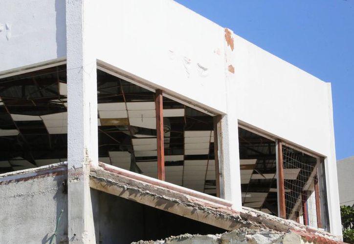 El edificio daba mala imagen al corazón de la zona de playas. (Israel Leal/SIPSE)
