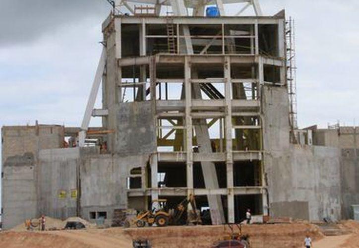 La 'mega escultura' lleva un avance del 10% en sus construcción. (Ángel Castilla/SIPSE)