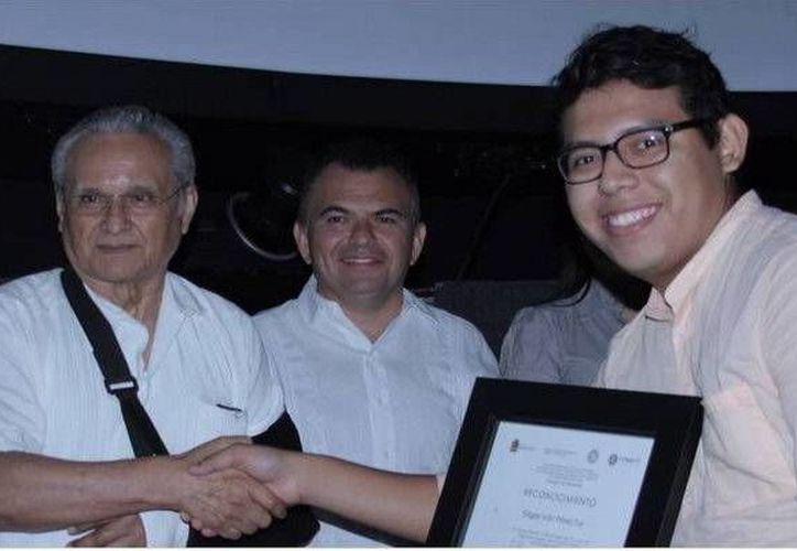 Durante el evento se premió a Edgar Iván Pérez Tuz, de 21 años. (Redacción/SIPSE)