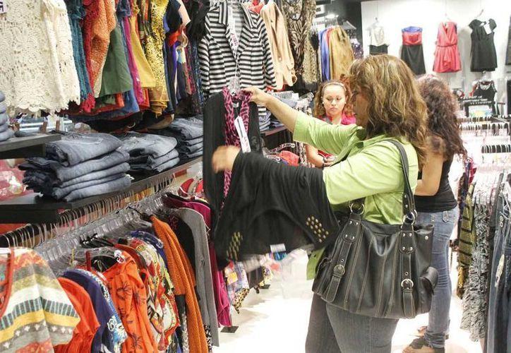 Vestido, calzado, productos para cuidado personal, entre otros, cada vez son más caros. (Jesús Tijerina/SIPSE)