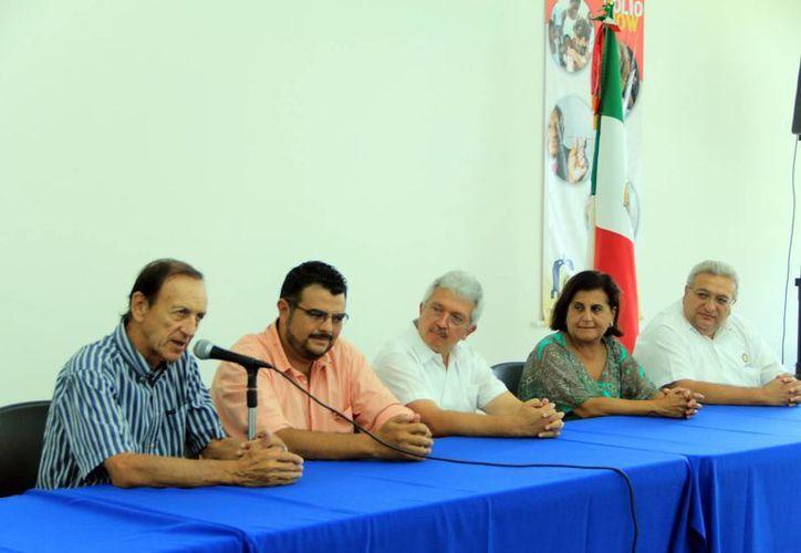 Miembros del Club Rotario Mérida-Montejo ofrecieron los pormenores del homenaje a Ligia Cámara. (José Acosta/SIPSE)