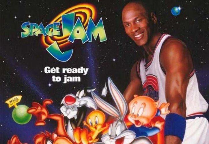 La película de Michael Jordan y Bugs Bunny alcanzó ganancias de más de 230 millones de dólares en todo el mundo.(Archivo/Notimex)