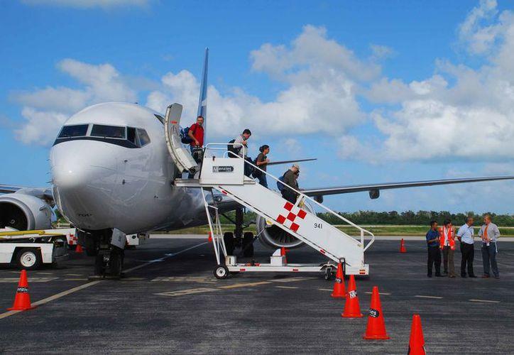 Se programaron vuelos directos semanales de Canadá a Cancún. (Jesús Tijerina/SIPSE)
