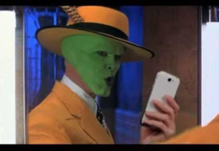 Entre los personajes que se toman selfies en el comercial de TNT Rusia está 'The Mask'. (Captura de pantalla de Youtube)