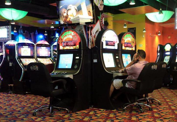 Diversos casinos ya entregan lo recaudado por el impuesto que paga el jugador por cada recarga. (Milenio Novedades)