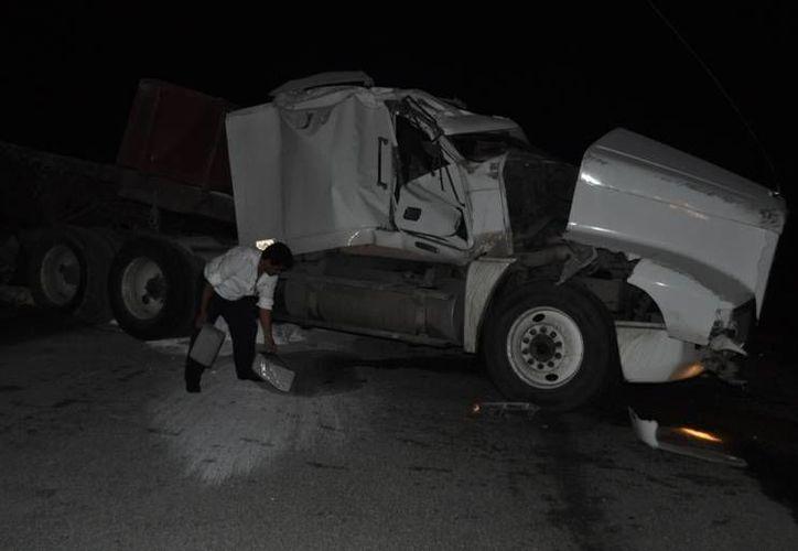 Sólo se reportaron pérdidas materiales, el conductor resultó ileso. (Manuel Salazar/SIPSE)