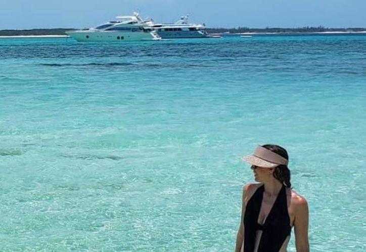 La conductora Jacky Bracamontes se encuentra de vacaciones en Bahamas. (Instagram)