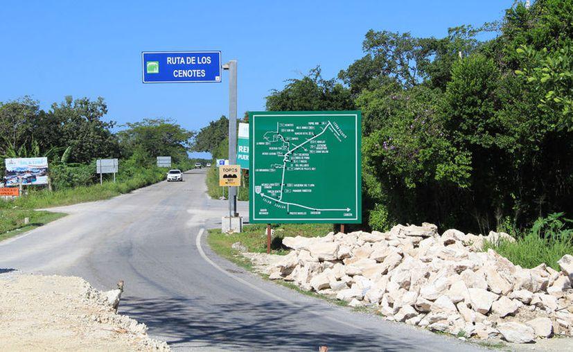 El parador turístico en la entrada de la Ruta de los Cenotes de Puerto Morelos ha quedado olvidado. (Luis/SIPSE).