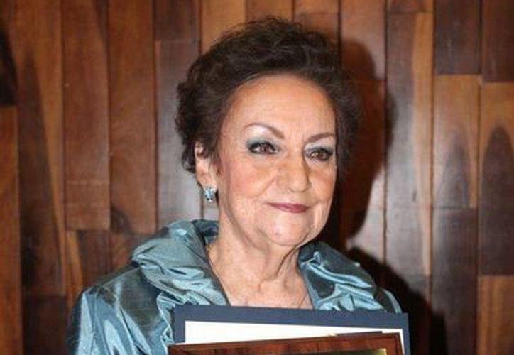 Profesionales con vocación de servicio a la comunidad, fundamental para México, considera María Teresa Mendoza Fernández, maestra emérita de la Uady. (Foto cortesía)