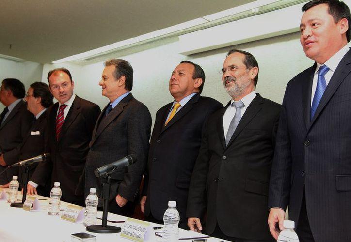 Aspecto de la reunión de presidentes de partidos con el equipo de transición de Enrique Peña Nieto. (Notimex)