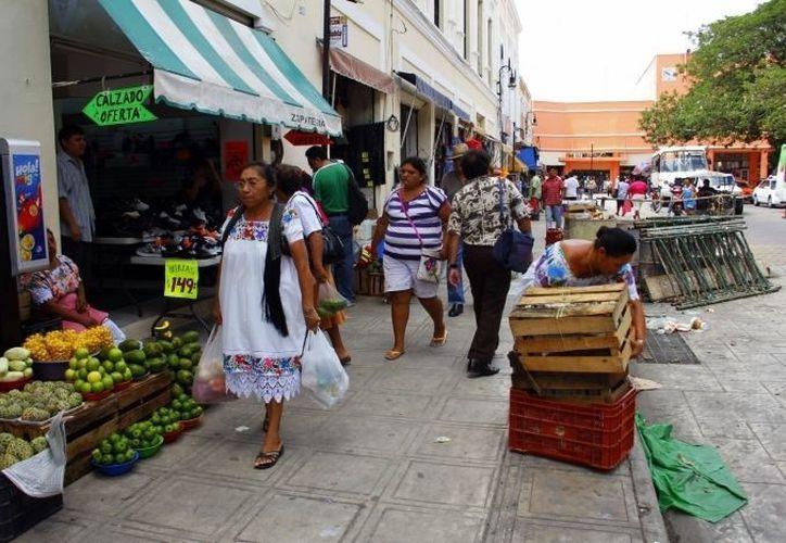 En Mérida sólo la mitad de los más de 2 mil 500 locatarios de los 12 mercados están concesionados. (SIPSE(Foto de archivo)
