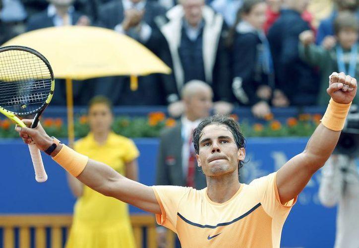Rafael Nadal, ocho veces campeón del torneo Trofeo Conde de Godó, de Barcelona, calificó este viernes a la semifinal. (EFE)