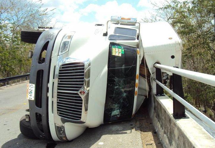 Eduardo Segura Ríos es el chofer que se accidentó al volante del camión. (Luigi Domínguez/SIPSE)