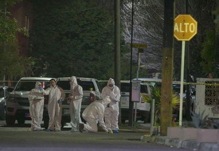 El cuerpo de una mujer ejecutada fue localizado en plena vía pública.  (Cuartoscuro)