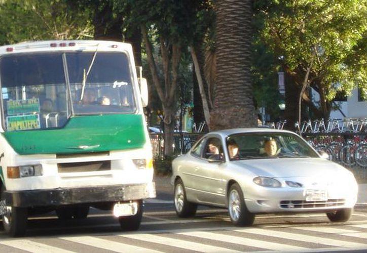 Los que manejan los microbuses figuran en el cuarto sitio. (distintaslatitudes.net)