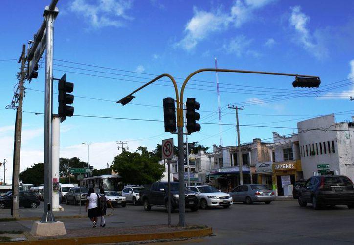 Aún no hay una fecha estimada para instalar los semáforos con videocámaras en Playa del Carmen. (Octavio Martínez/SIPSE)