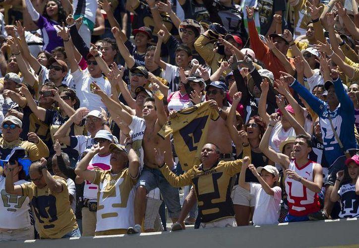 La Comisión Disciplinaria multó con mil 500 días de salario mínimo a Pumas por mala conducta de sus porras en el Estadio Azteca. (Archivo Notimex)