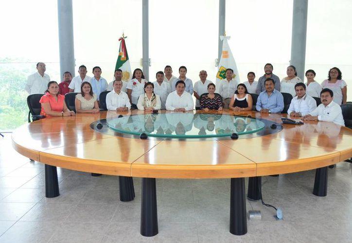 Un total de 25 jueces de paz de Yucatán rindieron este lunes en el Tribunal Superior de Justicia su compromiso constitucional para los próximos dos años. (Foto cortesía)