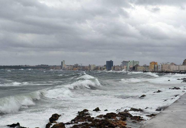 'Matthew' actualmente se perfila como una 'amenaza' para la zona oriental de la isla. (Archivo/EFE)